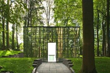 Das Haus der Trauer auf dem privaten Friedhof von Pütz-Roth in Bergisch Gladbach
