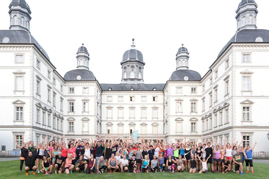 fit.Bergisch Gladbach beim ersten Workout vor dem Bensberger Schloss