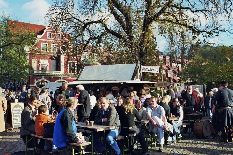 Martinsmarkt schickt Konrad-Adenauer-Platz auf Zeitreise