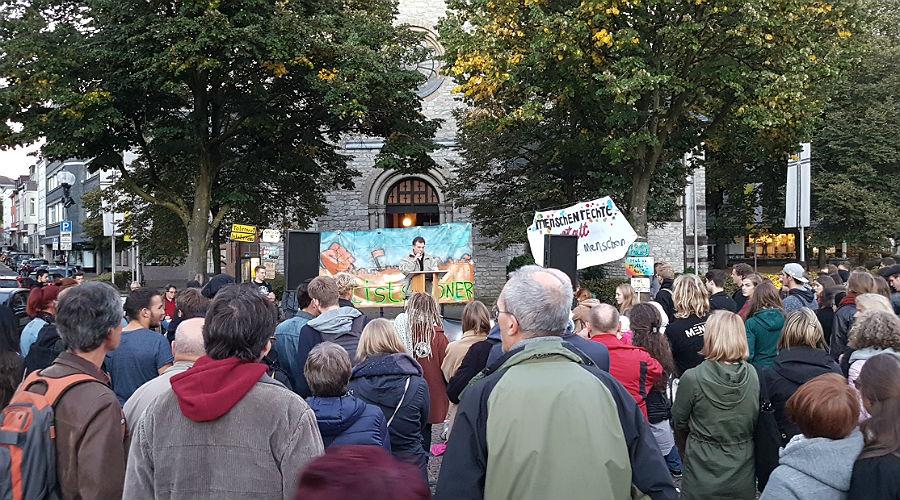 Protest gegen Jörg Meuthen, Bundessprecher der AfD, im Bergischen Löwen in Bergisch Gladbach