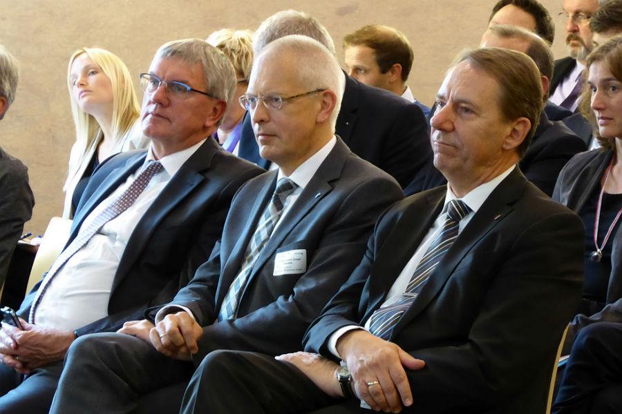 Hermann-Josef Tebroke, Jochen Hagt (Oberbergischer Kreis) sowie Sebastian Schuster (Rhein-Sieg-Kreis)