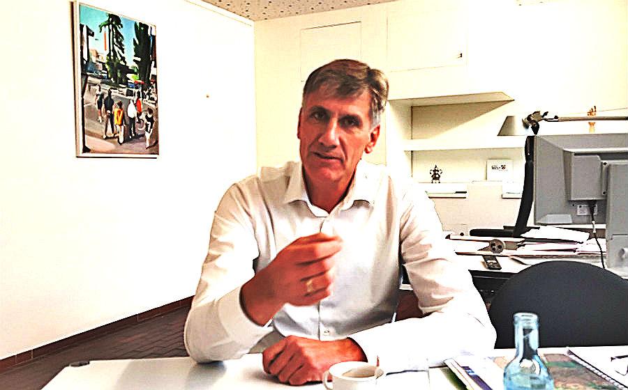 Harald Flügge, erster Beigeordneter der Stadt Bergisch Gladbach und Baurat, in seinem Büro im Bensberger Rathaus