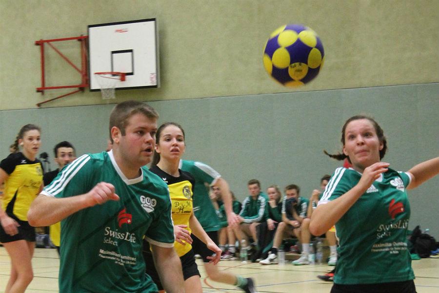 Matthias Freund und Sandra Küpper geben keinen Ball verloren (beide TuS)