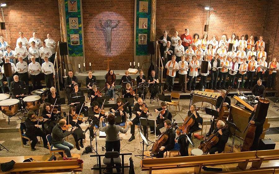 Fast 100 Beteiligte sind in der Kirche zum Frieden Gottes dabei