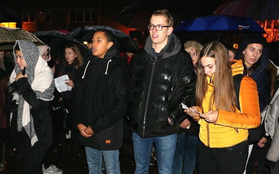 Schüler der Jahrgangsstufe 12 der IGP trugen Berichte von Opfern vor