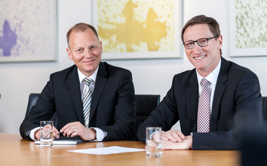 Lothar Uedelhoven (rechts) und Tomas Büscher, Vorstände der VR Bank Bergisch Gladbach