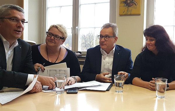 Verantworten das Thema Flüchtlinge: Lutz Urbach, Beate Schlich, Bernd Martmann, Christiane Tillmann