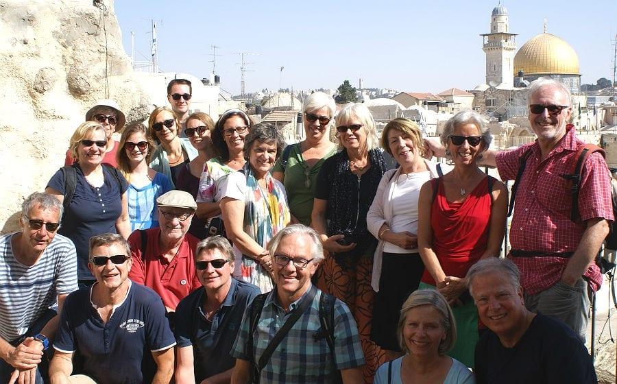 Die Teilnehmer der Begegnungsreise vor dem Tempelberg mit Felsendom in Jerusalem