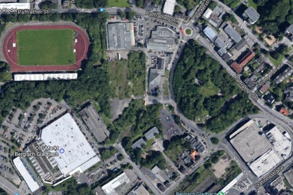 Die ganze Fläche zwischen Marktkauf (unten rechts) und dem Kreisel an der Paffrather Straße wird bebaut. Foto: Google Maps/Screenshot