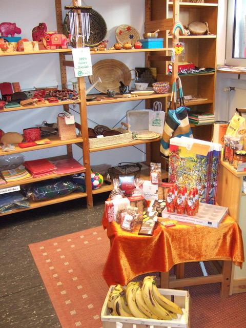 Der Eine-Welt-Laden in der Stadtbücherei Bergisch Gladbach
