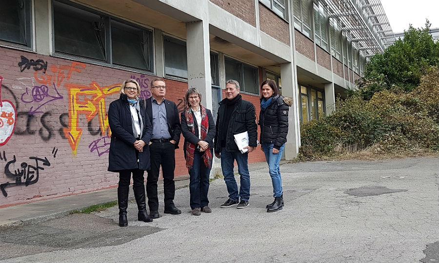 Planerin Tanja Dickert, Ko-Dezernent Bernd Martmann, Direktorin Inge Mertens-Billmann, Detlef Hellekes (Abteilungsleiter Hochbau), Tanja Dieball (Hochbauabteilung Stadt Bergisch Gladbach)