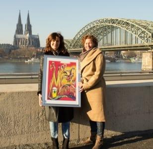 Britta Winnat und mit Poster und Dom. Foto: