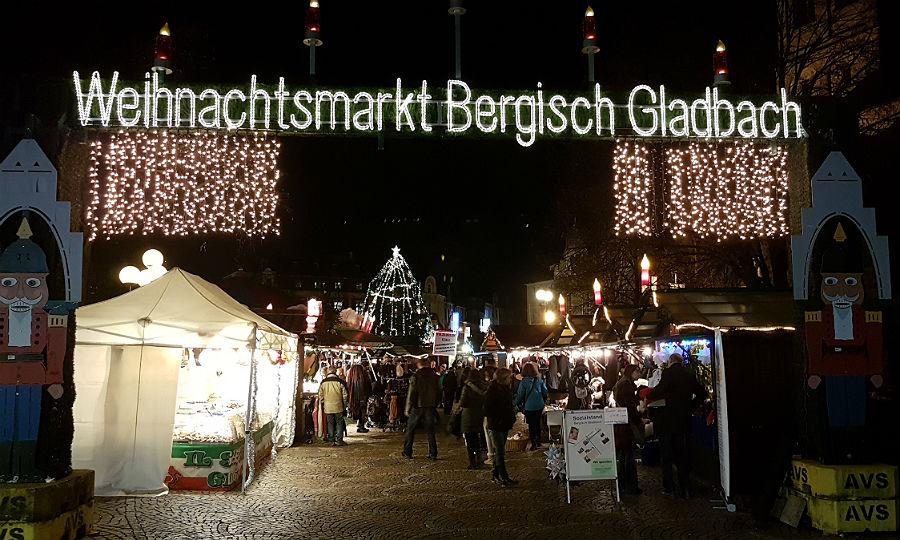Bergisch Gladbach Weihnachtsmarkt.Eine Gedenkminute Auf Dem Weihnachtsmarkt