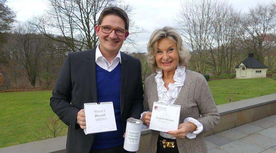 Oliver Knigge und Sylvia Zanders stellen den Kalender 2017 vor