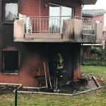 Feuerwehr rettet zwei Personen aus brennendem Haus