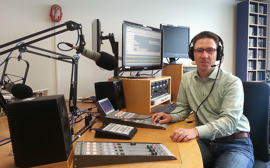 Andreas Kaul im Radiostudie des Bildungswerks
