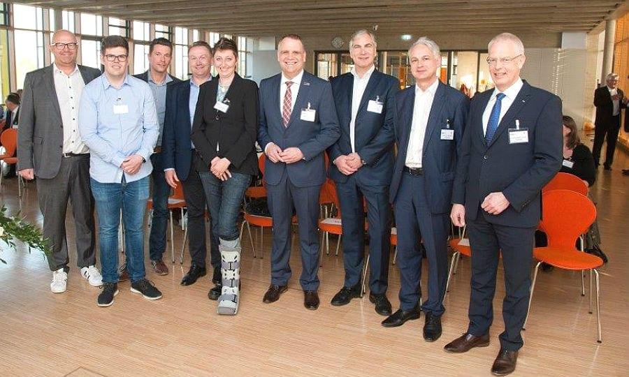 Bernhard Koller (Bewotec Software Entwicklungs- und Vertriebs-GmbH, Rösrath), Sebastian Wurth (Wurth Sanitär und Heizung GmbH & Co. KG, Kürten), Thomas Berger (Miltenyi Biotec GmbH, Bergisch Gladbach), Norbert Hentschel (Miltenyi Biotec GmbH), Dorothea Wahle (Wilhelm Daume GmbH, Bergisch Gladbach), Volker Suermann (Rheinisch-Bergische Wirtschaftsförderungsgesellschaft mbH), Rolf Kürten (KL Druck Kürten und Lechner GmbH, Bergisch Gladbach), Prof. Dr. Thomas Thiessen (Mittelstand 4.0-Agentur Kommunikation, Potsdam) und Landrat Dr. Hermann-Josef Tebroke