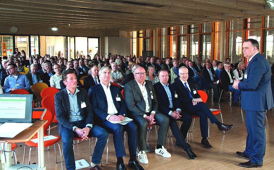 RBW-Geschäftsführer Volker Suermann begrüßt die Gäste. Foto: Klaus Lawrenz