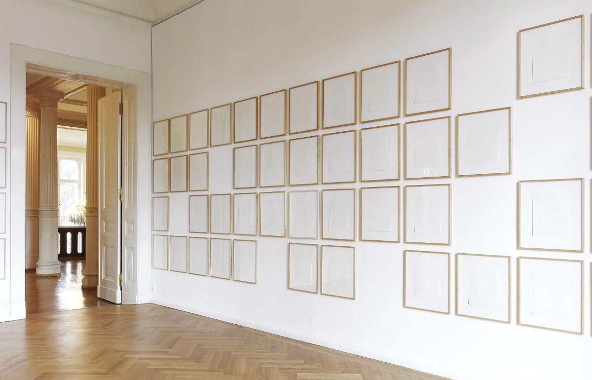 Karin Sander zeigt in der Villa Zanders u.a. Haarzeichnungen