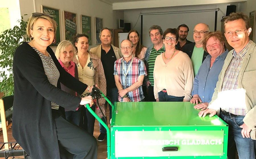 Simone Peter, Bundesvorsitzende der Grünen, mit Parteivertretern in Bergisch Gladbach