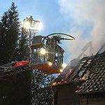 Feuerwehr findet nach Wohnungsbrand Leiche