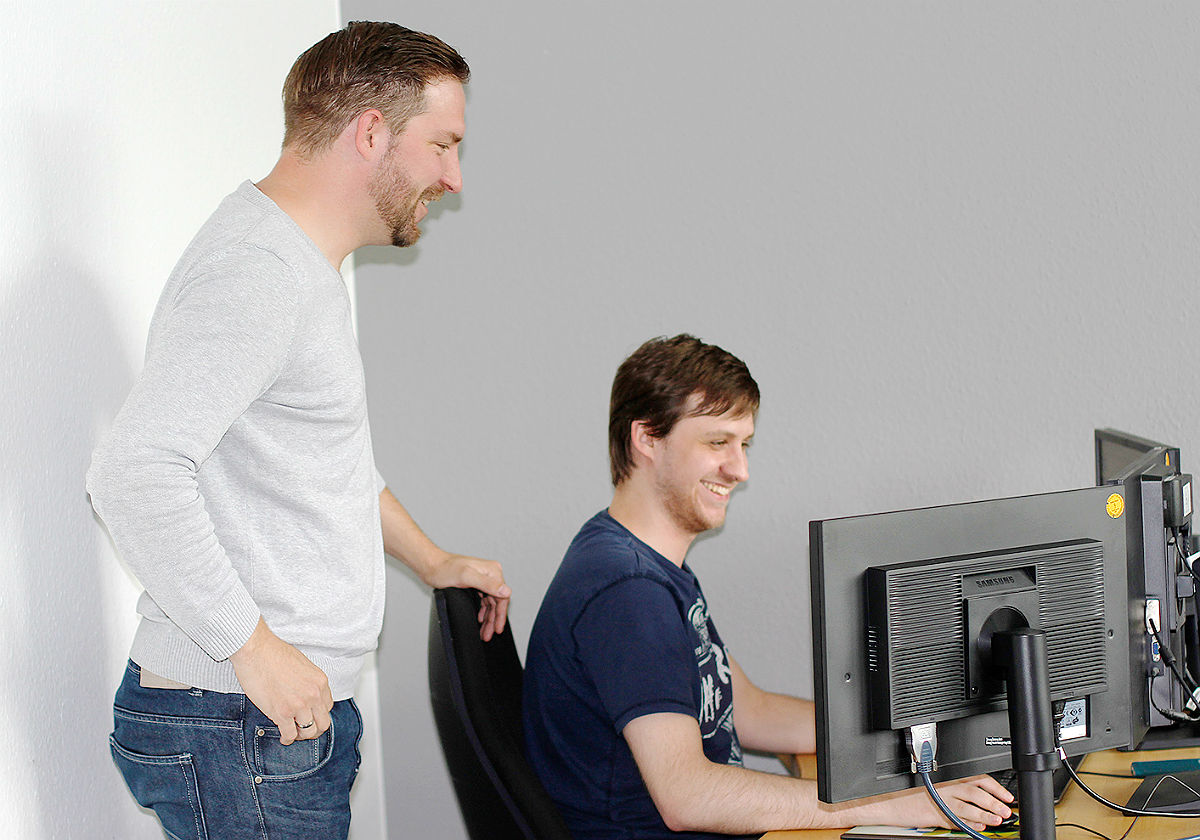 Maik (Projektmanager) und Artur (Web-Entwickler) bei Oevermann Networks