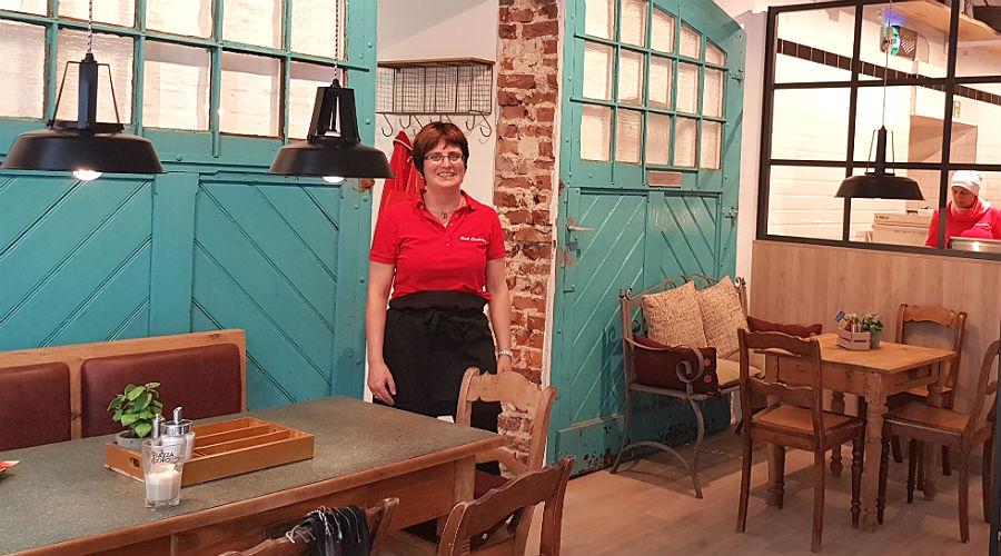 Gerlinde Müller führt das Café der Back Company im Strundepark Bergisch Gladbach an der Locher Mühle