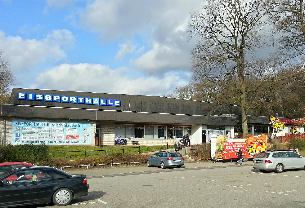 Die Eissporthalle an der Saaler Mühle in Bergisch Gladbach-Refrath