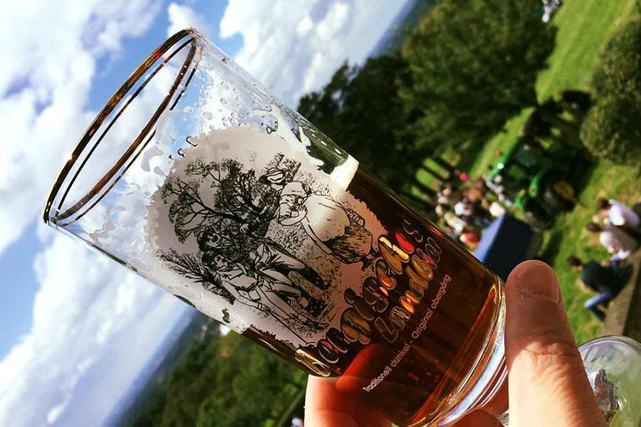 Bergisches Landbier von der Erzquell Brauerei bei der Bergischen Landpartie in Bensberg