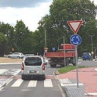 Vorfahrt gewähren: Schilder am Turbokreisel versetzt