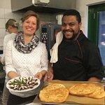 Kochen und Essen mit einem Engel als Gast