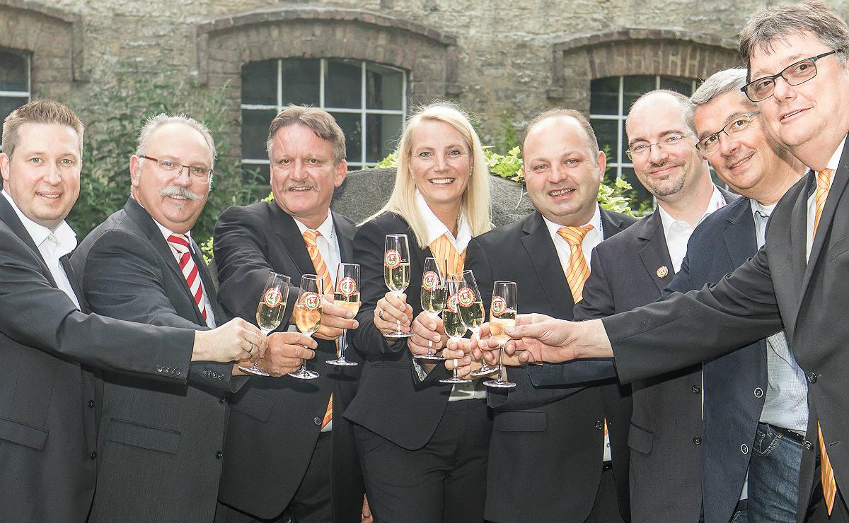 Prinz Benno I. (Bernhard Schmitz),Jungfrau Anja (Schmitz) undBauer Peter (Sommer) bilden Bergisch Gladbachs Dreigestirn 2017/2018.