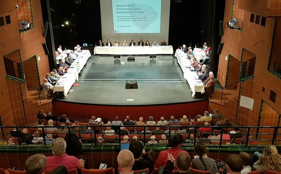 Die Ausschüsse beraten den FNP im Bergischen Löwen vor großem Publikum