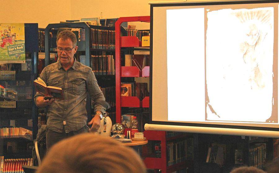 Fabian Lenk in der Stadtbücherei Bergisch Gladbach