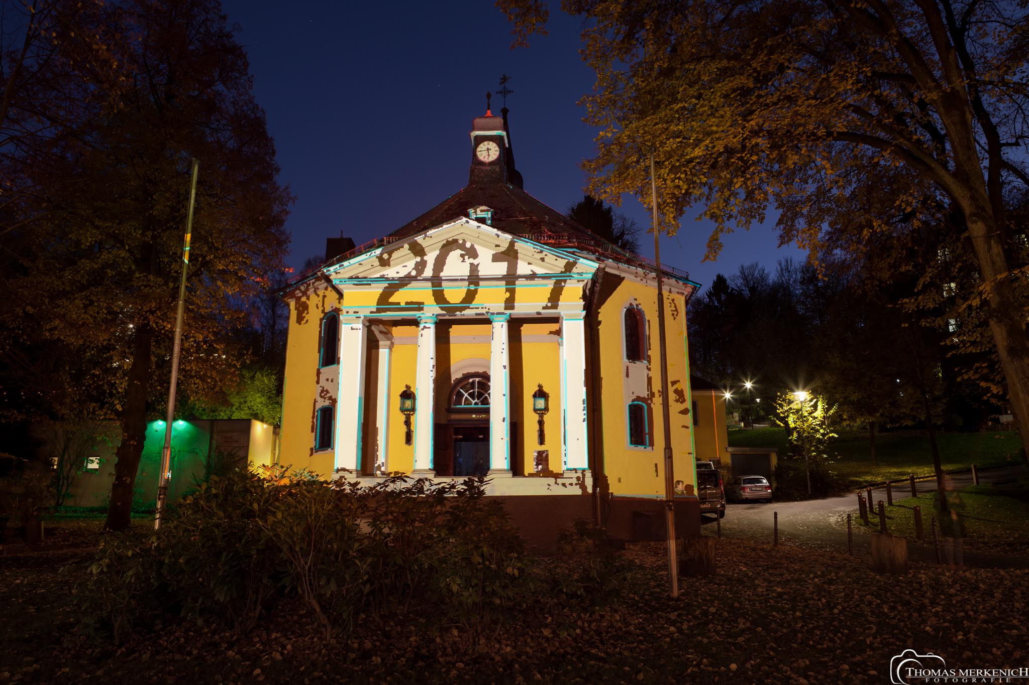 Videokünstler Philipp Geist illuminiert die Gnadenkirche Bergisch Galdbach zum Luther Jubiläum