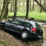 Autofahrer landet in der Strunde