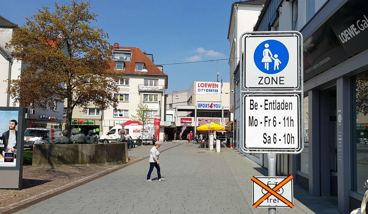 bcaee237297919 Regel 11  Die Poststraße zwischen Stationsstraße und dem Haupteingang der  RheinBerg-Galerie ist immer frei