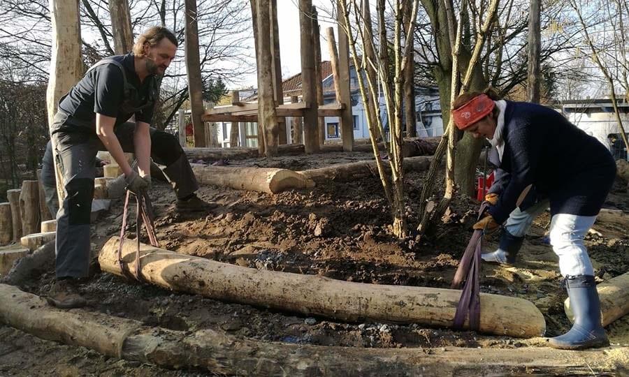 """Das Außengelände ist als """"Soziale Aktion"""" in gemeinschaftlicher Arbeit von Eltern und den Gartenbau-Profis entstanden."""