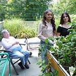 Alten Menschen helfen und viel Neues lernen