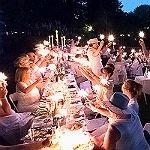 Ein wunderbarer Sommerabend ganz in Weiß