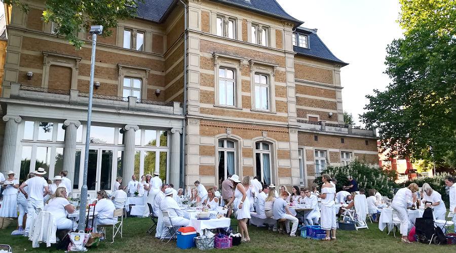 Das White Dinner 2018 im Garten der Villa Zanders Bergisch Gladbach