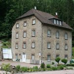 Neue Dachziegel für die Igeler Mühle