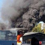 Feuerwehr löscht Großbrand in Obereschbach