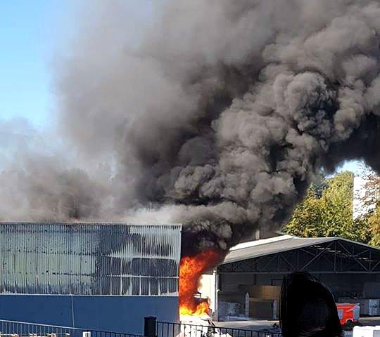 Brand der AVEA-Müllanlage in Bergisch Gladbach-Obereschbach. Foto: Privat