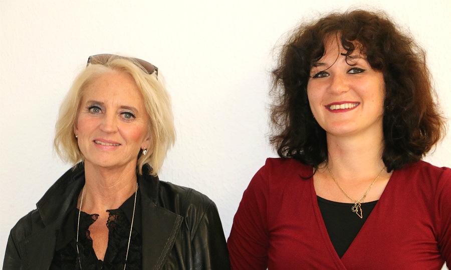 Petra Hemming, Vorsitzende des Ganey Tikva-Vereins, mit Chaya Tal