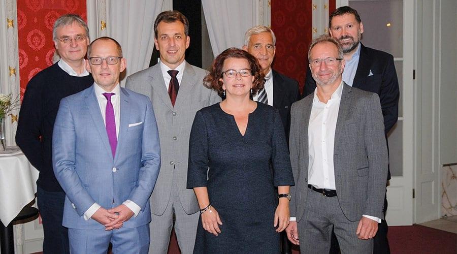 Privatdozent Dr. Jürgen v. Schönfeld (MKH), Dr. Horst-Dieter Weinhold (Praxis für Strahlentherapie), Prof. Sebastian Hoffmann (MKH), Dr. Daniela Müller-Gerbes (EVK), Dr. Stefan Korsten (VPH), Dr. Dirk Esser (Gastro-Praxis Rhein-Berg), Dr. Andreas Hecker (EVK)