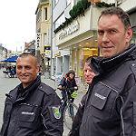 Radfahrer geht mit Besenstiel auf Stadtwächter los