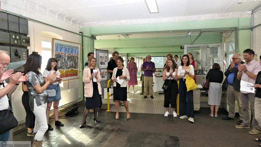 eb91ab18abad51 Charlotte Loesch, Kulturreferentin des Rheinisch Bergischen Kreises,  begrüßt Künstler und Gäste