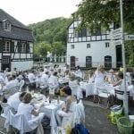 White Dinner in Bergisch Gladbach bei bestem Wetter