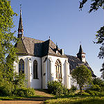 Bild der Woche: Eine uralte Wehrkirche in Herrenstrunden